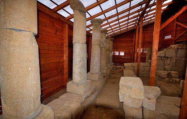Храмът с колоните